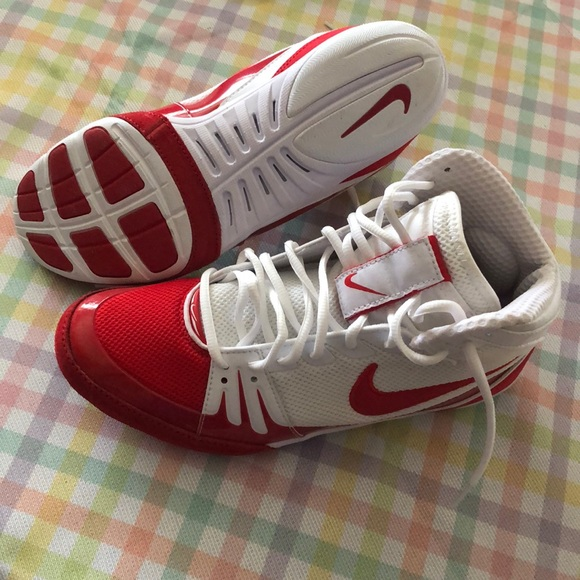 red and white nike freeks